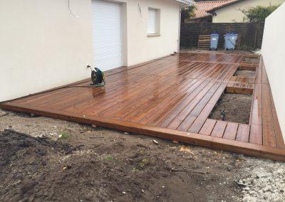 Construction Terrasse bois Pin US + Spot intégrés + Jardinières – Gujan Mestras